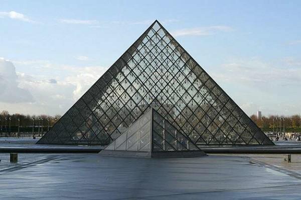paris_pyramide_louvre